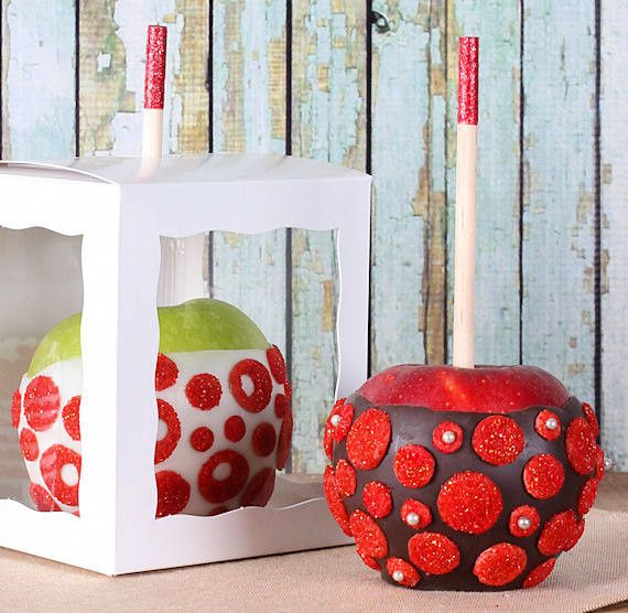 White candy apple boxes are perfect for displaying your homemade candy, chocolate or caramel apples! These boxes come with wooden candy apple sticks so all you need to do is add apples & candy coating