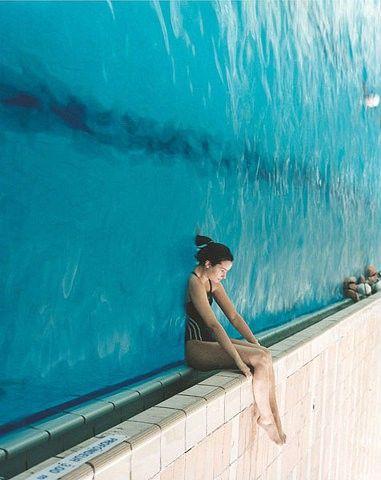 Foto en borde piscina girado 90 grados