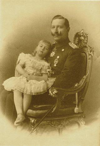 Bild: Prinzessin Viktoria Luise von Preußen mit ihrem Vater Kaiser Wilhelm II.