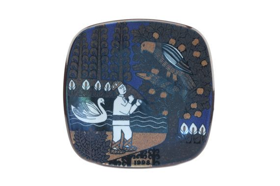 Arabia of Finland Kalevala 1998 Plate.. Collectible Annual Kalevala Legend Series Designed by Raija Uosikkinen.. Made in Finland..