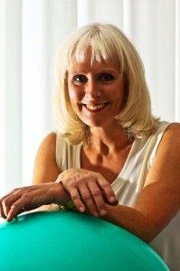 Kias Fysioterapi drivs av mig, Kia Thomsen, legitimerad sjukgymnast/fysioterapeut samt samtalsterapeut (steg 1-utbildad psykoterapeut) med över 30 års erfarenhet inom sjukgymnastik. mEDIYOG QIGONG OCH TAICHI
