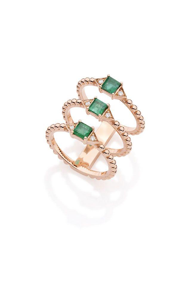 Nova coleção de Carla Amorim, anel triplo com ouro, brilhante e esmeralda.