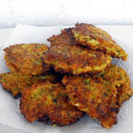 Egy finom Fetás-cukkinis-répás lepcsánka ebédre vagy vacsorára? Fetás-cukkinis-répás lepcsánka Receptek a Mindmegette.hu Recept gyűjteményében!