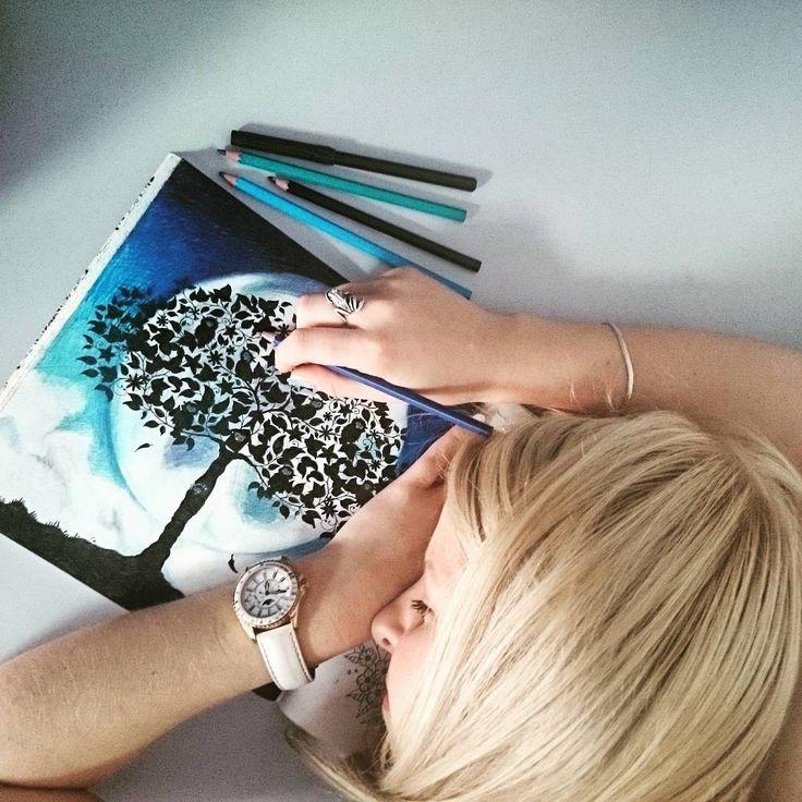 """""""Kolorowaliśmy całą noc... :) #johannabasford #tajemnyogród #kolorowanka #summer #beautiful #kolorowanie #secretgarden #coloringbook #relaks #kolorowo…"""""""