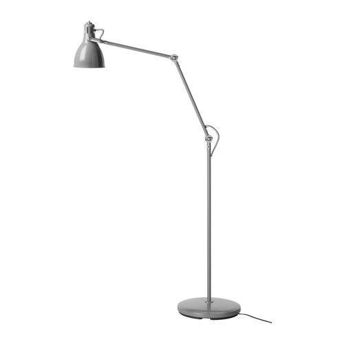 ARÖD Staande/leeslamp IKEA Verstelbare lamparm en verstelbare lampenkap, zodat je het licht kan richten.