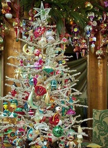 767 best oh christmas tree images on pinterest for Antique christmas tree decoration