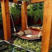 Hangmat onder een degelijke pergola.