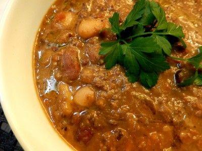 yukoさんが作った「お豆のスープ ズッパ・ディ・レグーミ」のレシピです。「色々なお豆を使ったイタリアの豆スープ ズッパ・ディ・レグーミです。まめがやわらかく煮えたら1/3ぐらいをピュレ状にするのでスープというよりぽってりとした煮豆のような食感です。意外にもお野菜もたっぷり。」