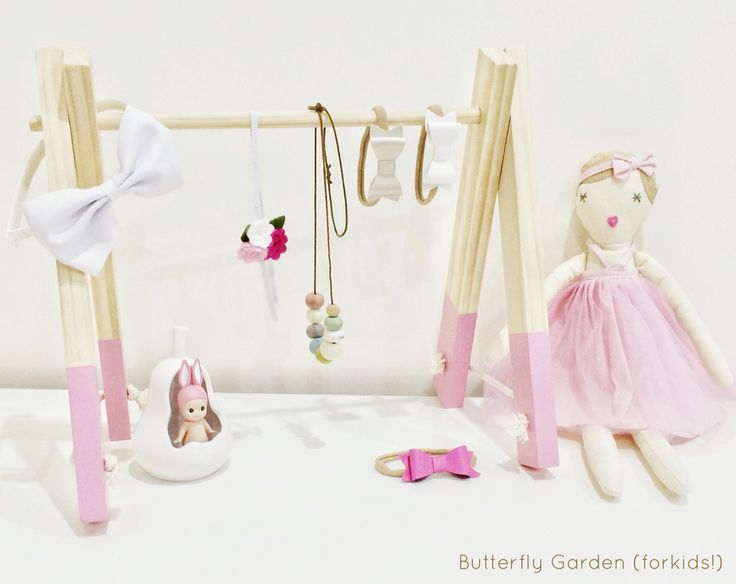 Kids decor & rooms Accessory Rack, great headband storage- also perfect for necklaces, sunglasses, hair clips & ties! Available in 8 shades https://butterflygardenforkids.com.au