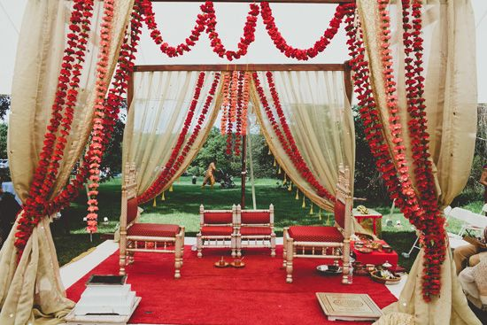 Simple, understated mandap design | The Maharani Diaries