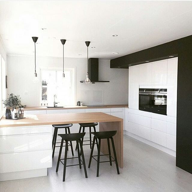 Kitchen love for a Monday   #kitchen #kitchendesign #breakfastbar #woodenbenchtop #pendantlights  Photo credit @idacmykle