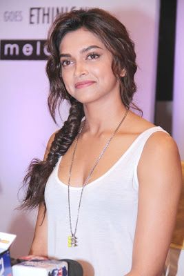 http://hq-bollywood.blogspot.in/search/label/Deepika Padukone?updated-max=2013-08-03T08:36:00-07:00
