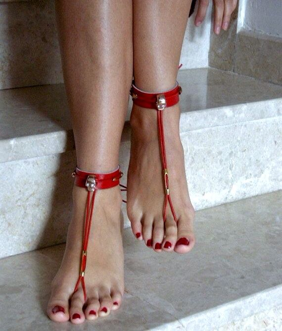 If you love pretty feet adorned with jewelry, check out the photography book Best Foot Forward at www.bookerpress.com.