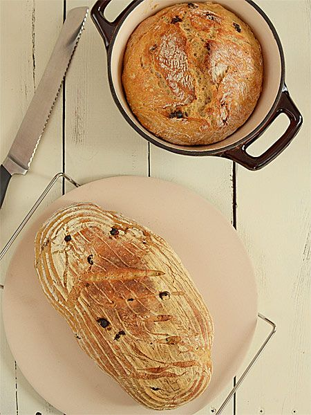 Chleb rustykalny z rodzynkami i orzechami