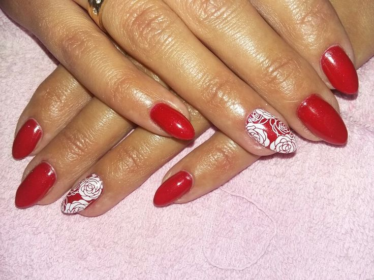 Classic red nails !! Full of sex but this white roses adds some different !! :))  #nails #semilac #red nails #nail art #classic nails