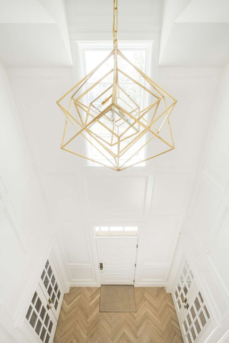 Entry with Kelly Wearstler Cubist chandelier. White English farmhouse style home by The Fox Group. Come be inspired these English Farmhouse Style Decorating Ideas. #modernfarmhouse #englishfarmhouse #interiordesignideas #farmhousestyle #decoratingideas
