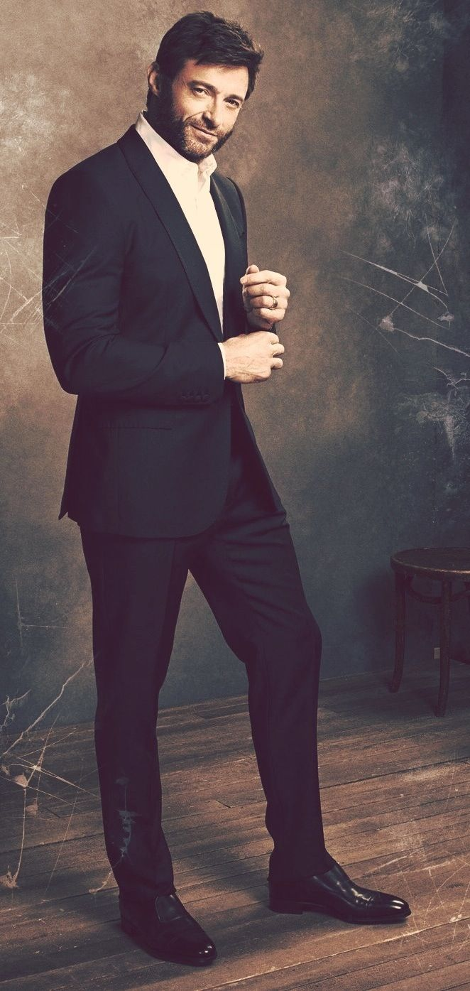 ❤ Hugh Jackman...looking so hot in a suit...while at the same time looking like Wolverine with that sexy beard...que chulo.