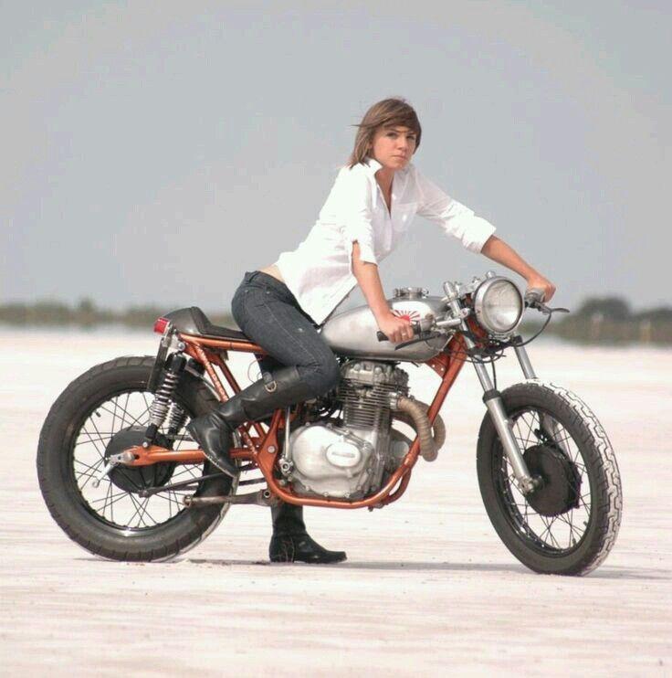 Biker babe Cafe racer, Cafe, Motorfietsen