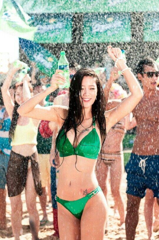 Hot Clara in Sprite Beach Ad