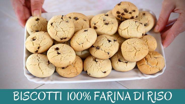 Biscotti gocciole senza glutine. Ricetta facile per preparare questi deliziosi biscotti con farina di riso e gocce di cioccolato, friabili e gustosi.