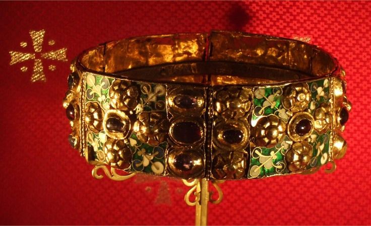 """The """"Iron crown"""". Used since first years of Middle Ages until the nineteenth century to crown (among others) lombards kings, Charlemagne, Frederick I """"Barbarossa"""", Napoleon, until Italy's kings. """"Iron"""" crown (silver in reality) because legend tells that the material of the inner ring of the crown is the iron of a (saint) nail of the cross of Christ. (Cathedral of Monza)"""