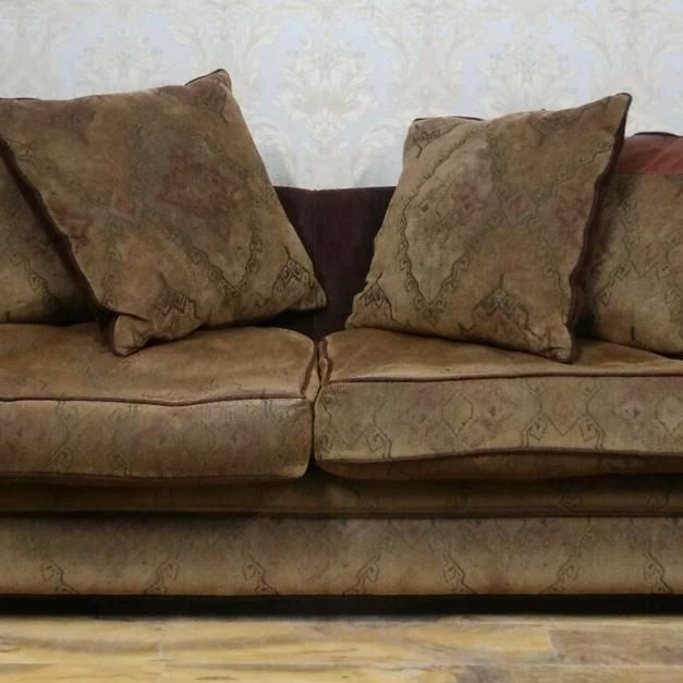 Used Three seater and 2 arm chairs can deliver