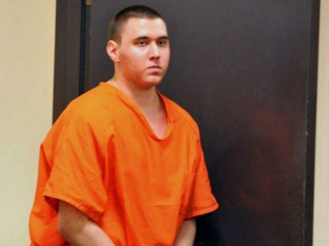 Tyler Hadley è un adolescente che nel 2011 ha ucciso i genitori e poi ha dato una festa con i cadaveri nascosti in casa. E' stato condannato a due ergastoli