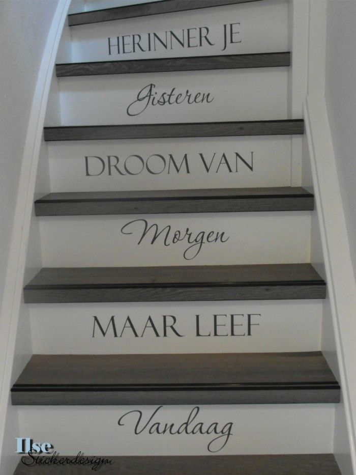 Maak je trap helemaal af met een trapsticker. Ook leuk voor op de muur!