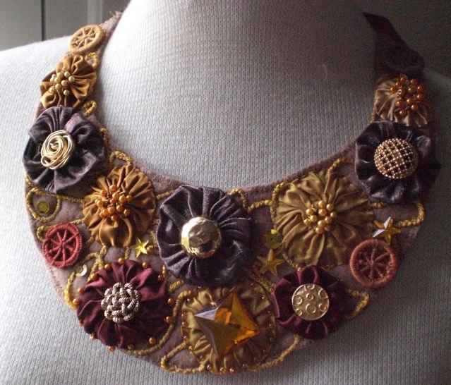 Bib necklace embellished with fabric yo-yo puffs.  Free pattern at website.