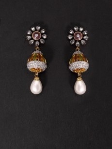 Golden earrings with floral design