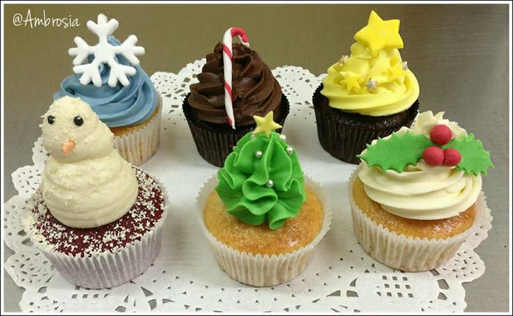 Snowflakes,candy sticks,stars,holly leaves,wreaths! It's all here♥ #Christmas #XmasTreats #Customisation #Cupcakes #SeasonSpecials #Deliciousness #Love #Ambrosia