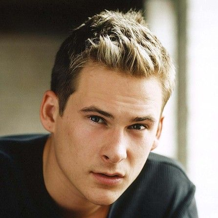 Squinty Lee Ryan from the boyband Blue.