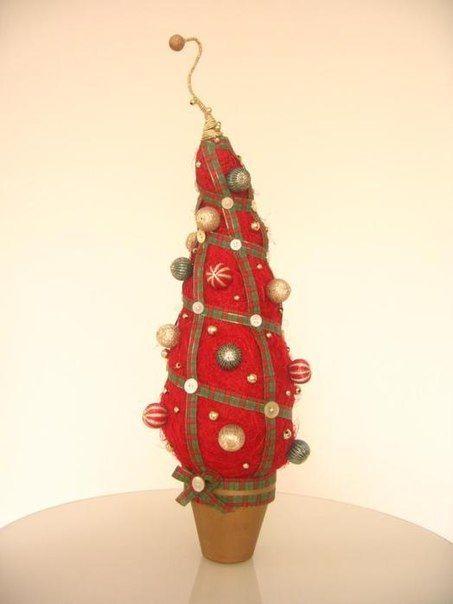 Новогодняя ёлочка из войлока, бусин и лент