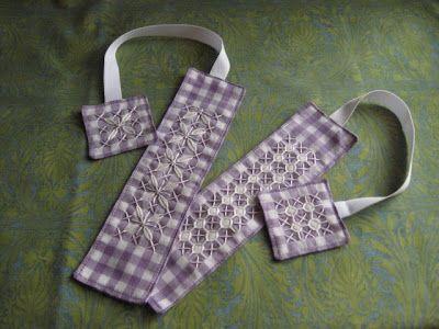 Kerri Made: Chicken Scratch Bookmarks Tutorial