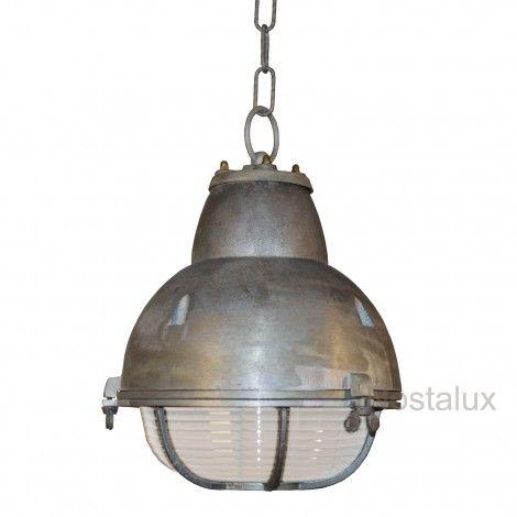 Hanglamp Navigator   Prachtige industriele kettinglamp exclusief verkrijgbaar bij KS. Vervaardigd van een hoogwaardige kwaliteit aluminium. Deze industrielamp is zowel ongecoat als gecoat leverbaar in diverse kleuren. De industrielamp staat prachtig boven uw keuken of tafel. Ook zeer geschikt voor uw veranda of buitenkeuken.   Al onze producten zijn CE gekeurd en hebben minimaal 3 jaar fabrieksgarantie