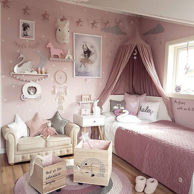Litt nytt på rommet til Haley 💗 ▪Drømmefanger fra @preciouskids.no ♡ ▪ @mrsmighetto bilde fra @miniroom.se ♡ ▪ Oppbevaringsbokser fra @mimmisno ♡ Håper dere har en fin dag 😙 ________________________________ #preciouskids #drømmefanger #gamcha #mrsmighetto #miniroomse #mimmis #bloomingville #oppbevaringsbokser #spons #eosvita #sebramoment @carmell.no #sponsoredbysebra @thatsmine.dk #thatsminedk #svanehylle #hjertehylle #veggdekor @raaliving #raaliving #nightlight #kidsroom #barnerom…