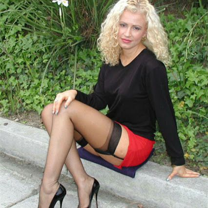 Dating men in nylons in Sydney