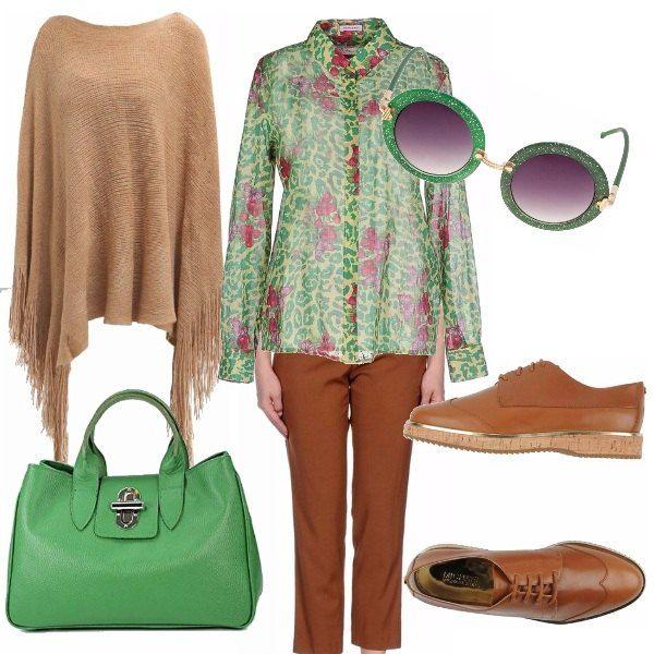 Outfit del lunedi per l'ufficio. La camicia animalier verde, ravvivata dai fiori fuxia abbinata ai pantaloni cammello modello a sigaretta. Le scarpe e la mantella completano l'outfit e la borsa verde è brillante come uno smeraldo.