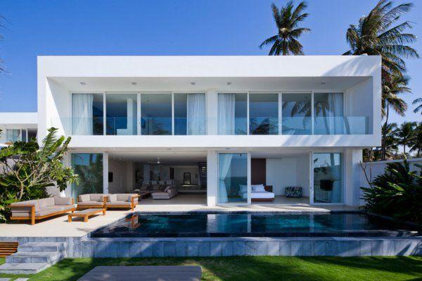 villa contemporaine, architecture blanche, piscine rectangulaire