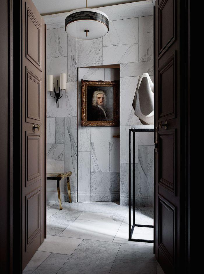 Межкомнатные двери: 65 идей для органичного завершения интерьера (фото) http://happymodern.ru/mezhkomnatnye-dveri-v-interere-65-foto/ Потайная тяжелая дверь, отделанная мраморными плитами