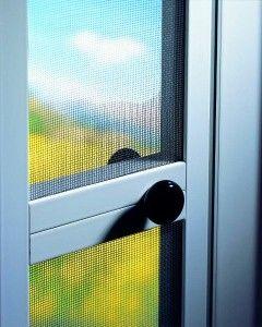 Mosquitera puerta abatible.