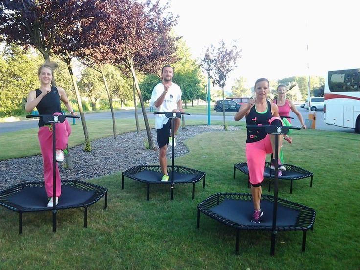 Tušili ste, že zábavným skákaním na trampolíne sa dá efektívne chudnúť? :-)