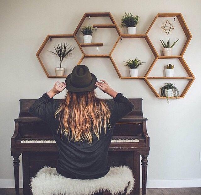 M s de 25 ideas incre bles sobre estanteria hexagonal en for Creative living room seating ideas