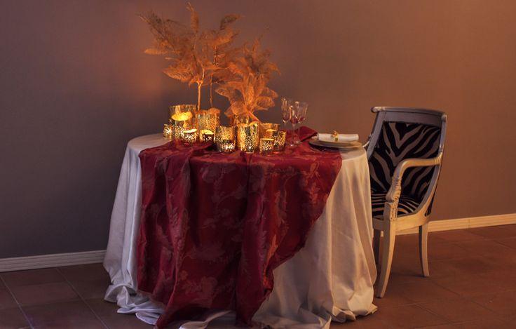 Allestimento tavolo, scenografie, accessori moda e christmas balls: Fiori d'Artificio ( Facebook Fiori d'Artificio)