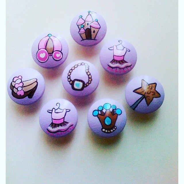 Kız çocuklarının doğum günleri için taş boyama magnet örnekleri..cute for story stones!