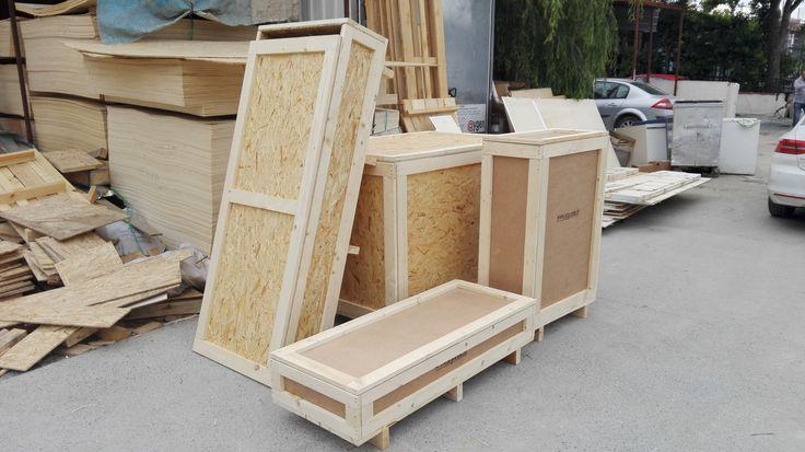 Özel Tasarım Ahşap Ambalaj Sandık, Kasa Spesifik amaçlar için kullanılmaya uygun şekilde hazırlanan ahşap ambalaj ürünleridir. Çeşitli ahşap ambalaj malzemesinden imal edilebilmektedir, OSB, Kontrplak, Ahşap, Plywood vb. Özel tasarım ahşap ambalaj ürünleri istenilir ise üzerinde menteşe, taşıma kulpu, kilit ve pencere gibi aksesuarlar ile daha kullanışlı hale getirilebilirler... #ahşapambalajınöncüsü