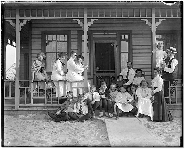 Murphy family and friends at Hanlan's Point, Toronto Island, [ca. 1901] Photographer unknown Rowley Murphy collection Reference Code: C 59-1-0-7-1 Archives of Ontario, I0013699
