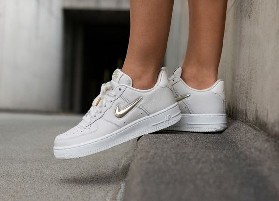 nike air force 1 femme blanche et dore