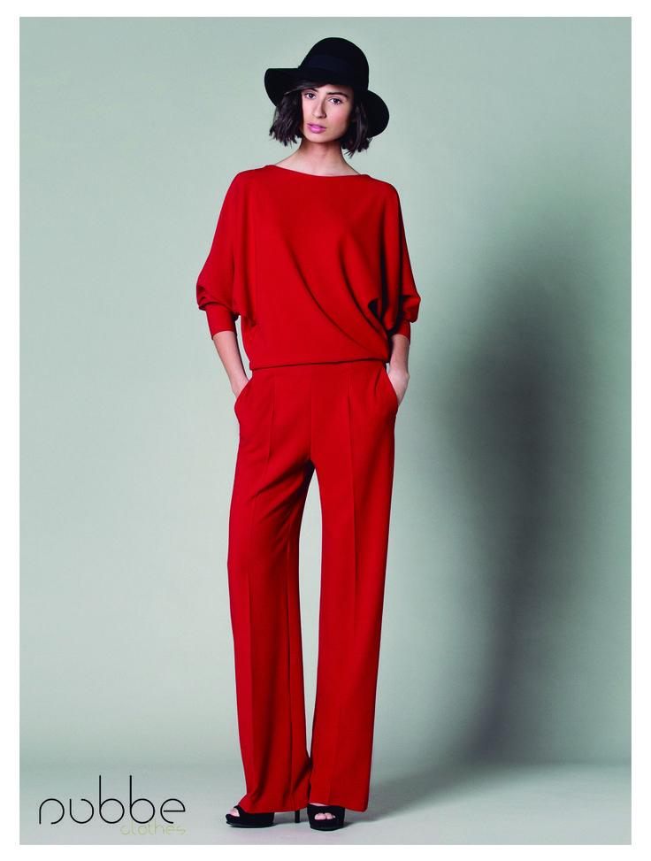 Os proponemos un look muy elegante y urbano, en uno de los tonos #NubbeClothes por excelencia, ¡el rojo!