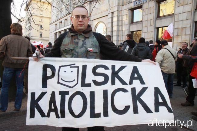 """W co wierzą """"katolicy"""" (typu pisowskiego) i przeciwnicy uchodźców? Zastanawiam się w co wierzą ludzie bezwzględnie odrzucający możliwość przyjęcia przez Polskę uchodźców z Syrii, uciekinierów wojennych? [...]"""